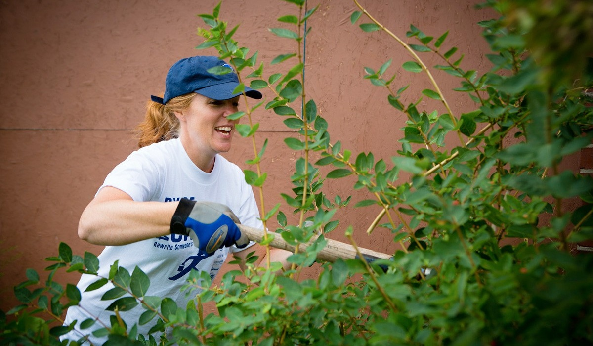 Dianna Cichocki at the United Way Day of Caring with the School of Management in University Heights. Photo: Douglas Levere.
