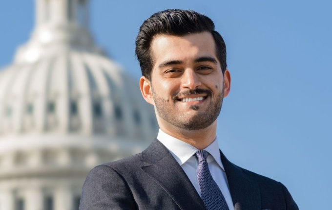 Naeim Khanjani in front of the U.S. Capitol Building.